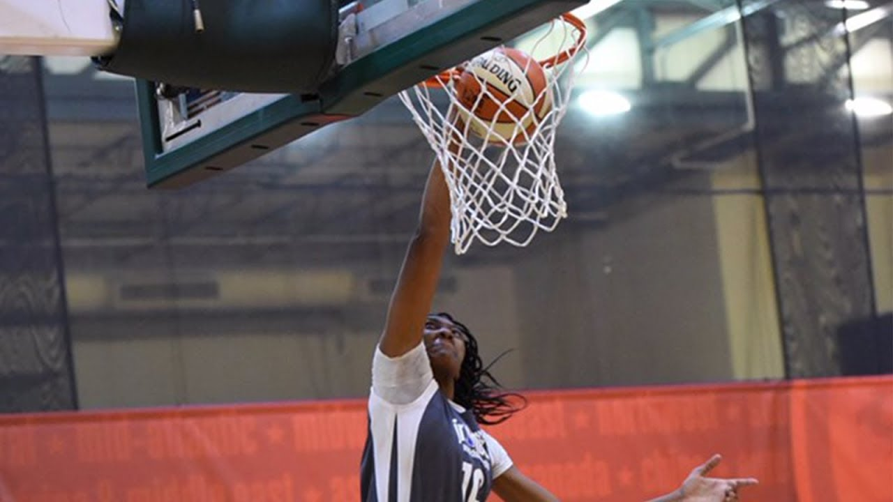 This 14-year-old baller just dunked on her competition