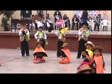 niños bailando huaylas el pio pio en el colegio - YouTube