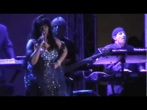 DONNA SUMMER Dim All The Lights (Brooklyn) 27 8 2009.wmv