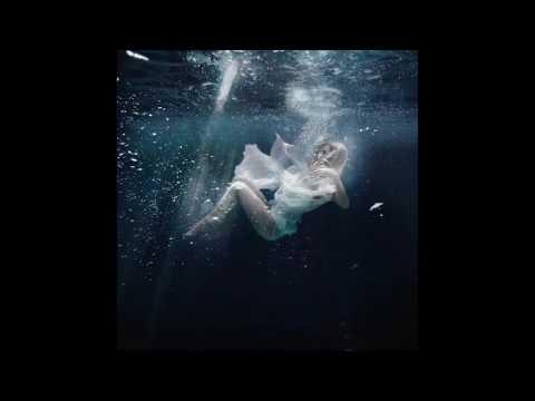 Клип Lyra - Broken Down