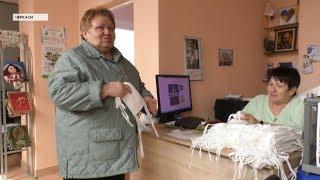 Черкаські пенсіонерки безкоштовно виготовляють захисні маски