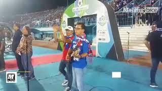 Aksi d'Kross Hibur Aremania di Stadion Kanjuruhan