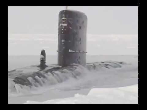 Впечатляющее зрелище всплытия подводных лодок из подо льда.