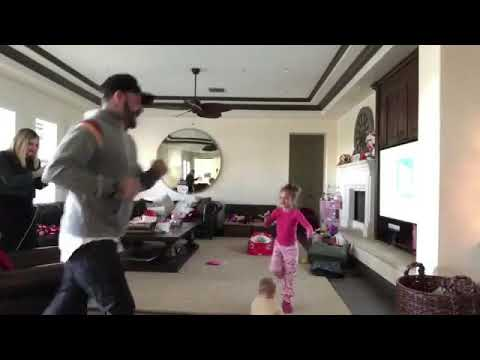 Ava jaymes mclean dance with her dad Aj mclean and family❤️🎅🏻