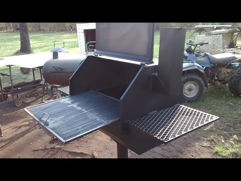 Large bbq grill with griddle style rack