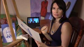 Художница грудью рисует портреты известных политиков