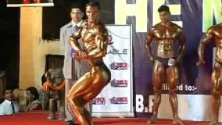 indian bodybuilder dinesh makhija mr.rajasthan posing at he-man of india 2010