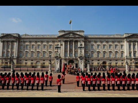 London | Changing Guards at Buckingham Palace