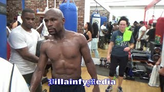 MAYWEATHER DIGS INTO HEAVYBAG WITH SIGNATURE CHECK HOOK; SHREDDED FOR MCGREGOR; BULKING UP FOR 154