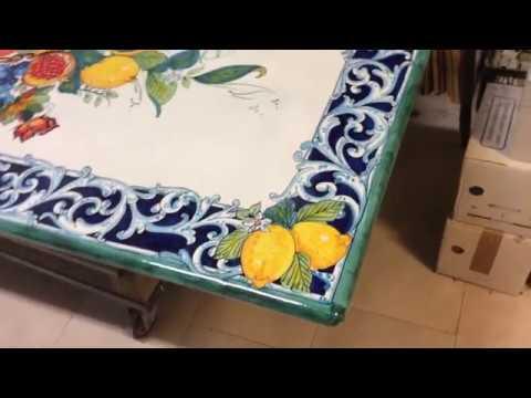 Tavoli Da Giardino Pietra Lavica.Tavolo Vietrese Da Giardino In Pietra Lavica Youtube