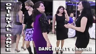 Turkish oriental belly dance on wedding. Düğün oryantal bayanlar oyunu