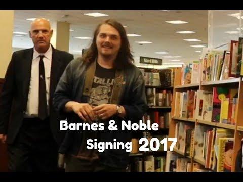 Gerard Way Signing At The Barnes & Noble Grove 2017