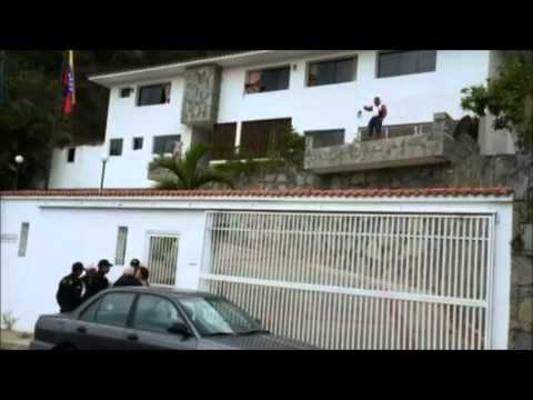 Con fusil en mano el General Ángel Vivas se resistió al arresto de autoridades venezolanas su casa