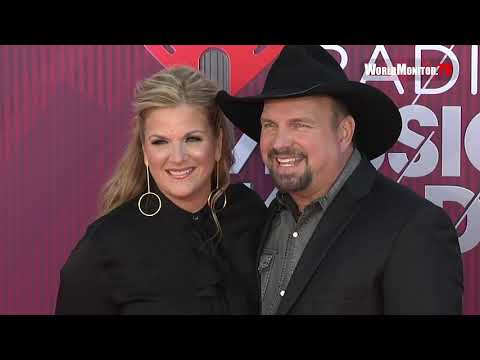 Sharon Green - Garth And Trisha Are Too Cute Arriving At The IHeart Radio Music Awards!