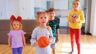 Copiii AU INVENTAT un JOC cu MINGEA   3 SHOW-URI si o KARAMELA )))