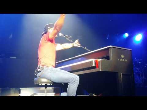 Luke Bryan  Turn The Page Bob Seger Piano Detroit 6182014