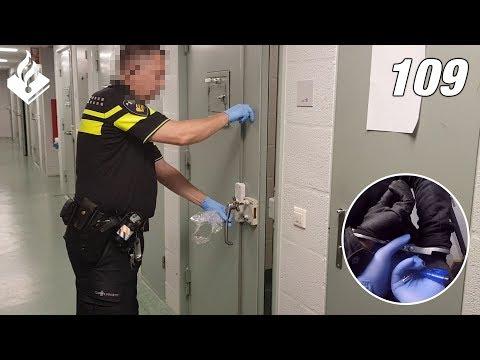 Aanhouding door politie tijdens de nachtdienst. Politievlogger Jan-Willem