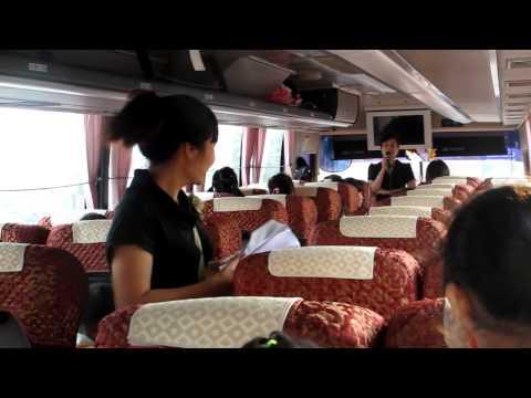 Các cháu học sinh Mẫu giáo Việt Triều chuẩn bị lên xe đi Ba Vì