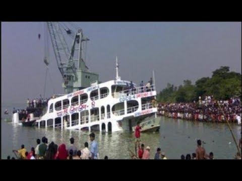 সদর ঘাট এ লঞ্চ ছাড়ার করুন মূহুর্ত.sadarghat boat going to dhaka to barisal in bad weather.News 2017