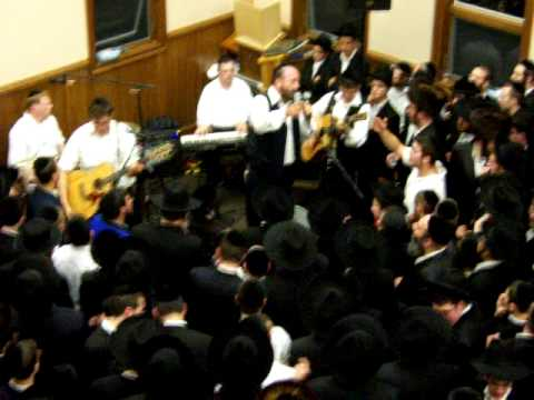 Yehuda Green in monsey for a simchos bais hashoeva 5770-2009