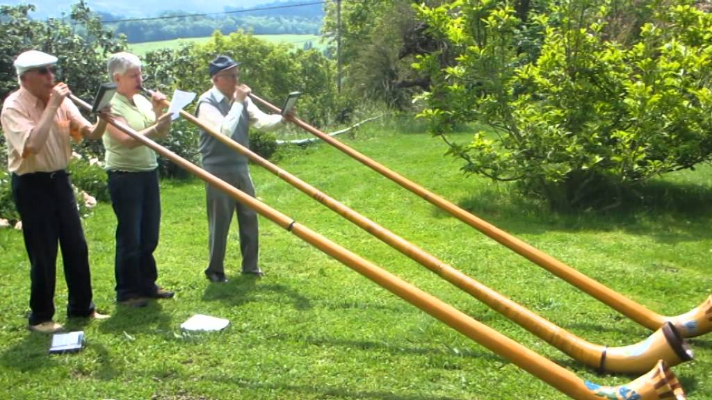 Amazing Alphorn plays with 90-year-old French twins