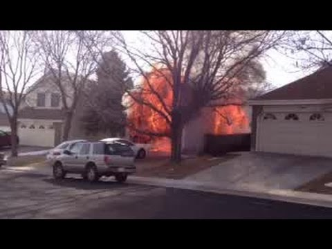 Fire starts in garage, destroys home