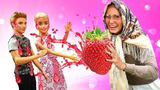 Игры в куклы Баба Маня изгоняет демона и делает маску для лица Барби Барби и Кен не идут гулять