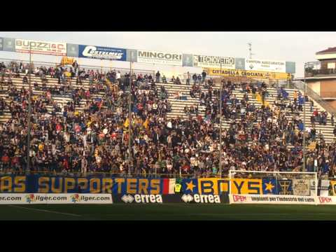 Parma-Fano, annunzio formazioni, inno Forza Parma, inizio coreografia Nord
