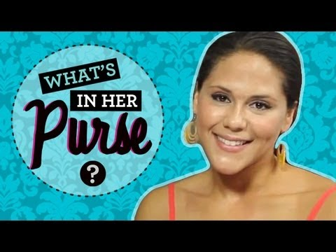 Ashley Holliday : What's in Her Purse with the Hollywood Heights Star!