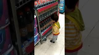 Bir yaşında markette işe başladım