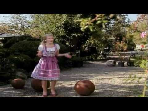 Marilena - A Lausbua muass er sei (Offizielles Video)