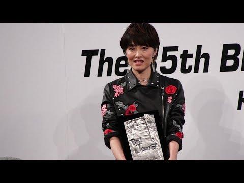 荻野目洋子が初のベストジーニスト受賞! 喜びのあまり『ダンシング・ヒーロー』の振り付けを披露!