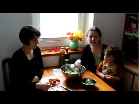 Sałata z szynką, pomidorkami i orzeszkami pinii (film - Bajeczne smaki)