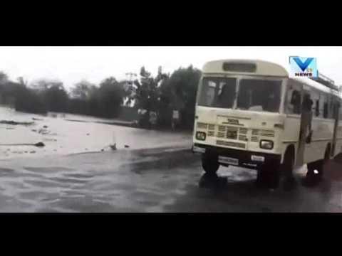 Trapped in Car's in Rain Flood at Tankara In Morbi | Vtv News