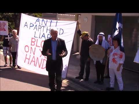 AFP PROTESTS ANTI-APARTHEID BLOOD AT BOB HAWKE'S LUXURY SYDNEY RESIDENCE