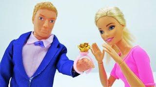 Новые мультики Барби: Кен покупает подарок Барби