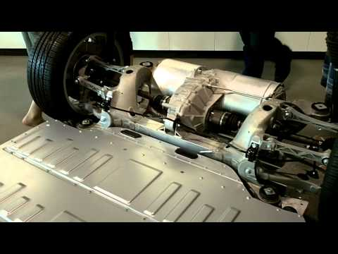 Tesla S.. Battery pack and drivetrain close-up walk-around view