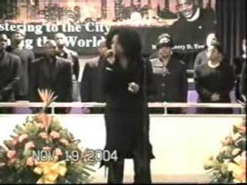 Jennifer Hudson Singin In Church  (JenniferHudson.net)