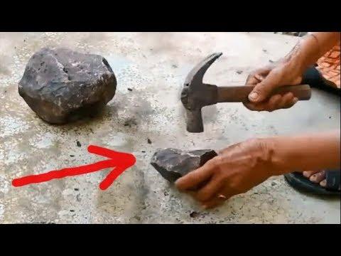 Nenek ini Pecahkan Batu, Tiba-tiba Sesuatu yang Menajubkan Keluar.. LIHAT !!
