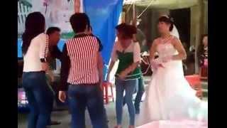 [Full HD]Cô dâu nhảy cực xung trong đám cưới - Nhà trai phát hoảng -  Nhạc sàn cực mạnh lên nóc nhà