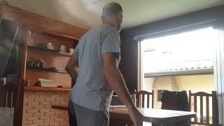 Eu e mei pai jogando ping pong.E consegui ganhar !