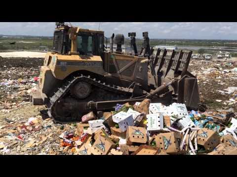 Maquinas trabajando en basurero