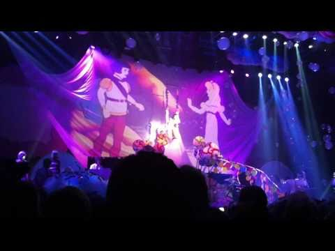 Katy Perry in Hamburg (14. March 2011) - Not Like The Movies (FULL&HD)