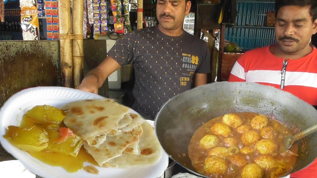 Best Paratha @ 5 rs Each with Potato Curry - Most Popular Street Food in India