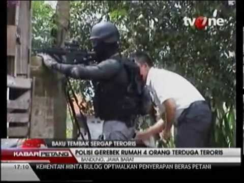 VIDEO Baku Tembak Teroris vs Densus 88 di Bandung