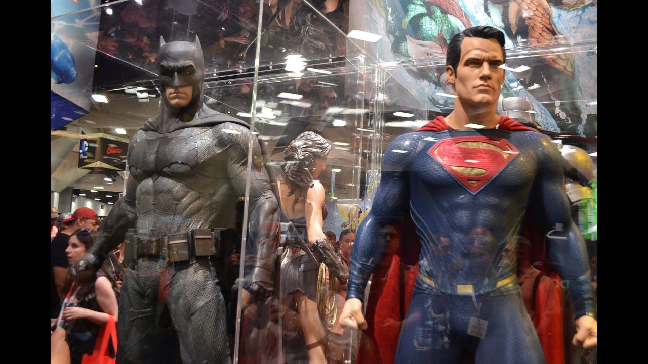 SDCC 2015 DC COMICS BOOTH BATMAN Vs SUPERMAN WONDER WOMAN MOVIE
