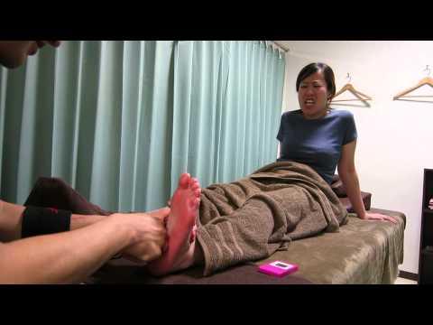 山田くん、足裏リフレクソロジーをする。 20140428