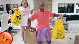 FAMILY SHOPPING CHALLENGE!! We Buy Outfits For Each Other thumbnail