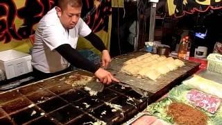 その場でファンが出来るお好み焼き屋さん 職人芸 Street Food Okonomiyaki Japan