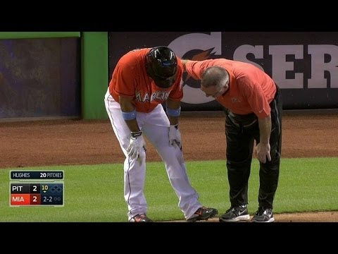 PIT@MIA: Furcal fouls ball off knee, stays in game